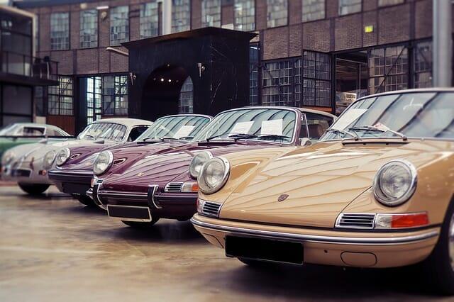 Magazine automobiles